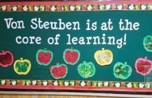 Sometimes a simple bulletin board that involves minor prep is just as effective as one that is very involved when putting together.  Plus, the apples are a traditional school symbol all will recognize. #schoolbulletinboards #backtoschool